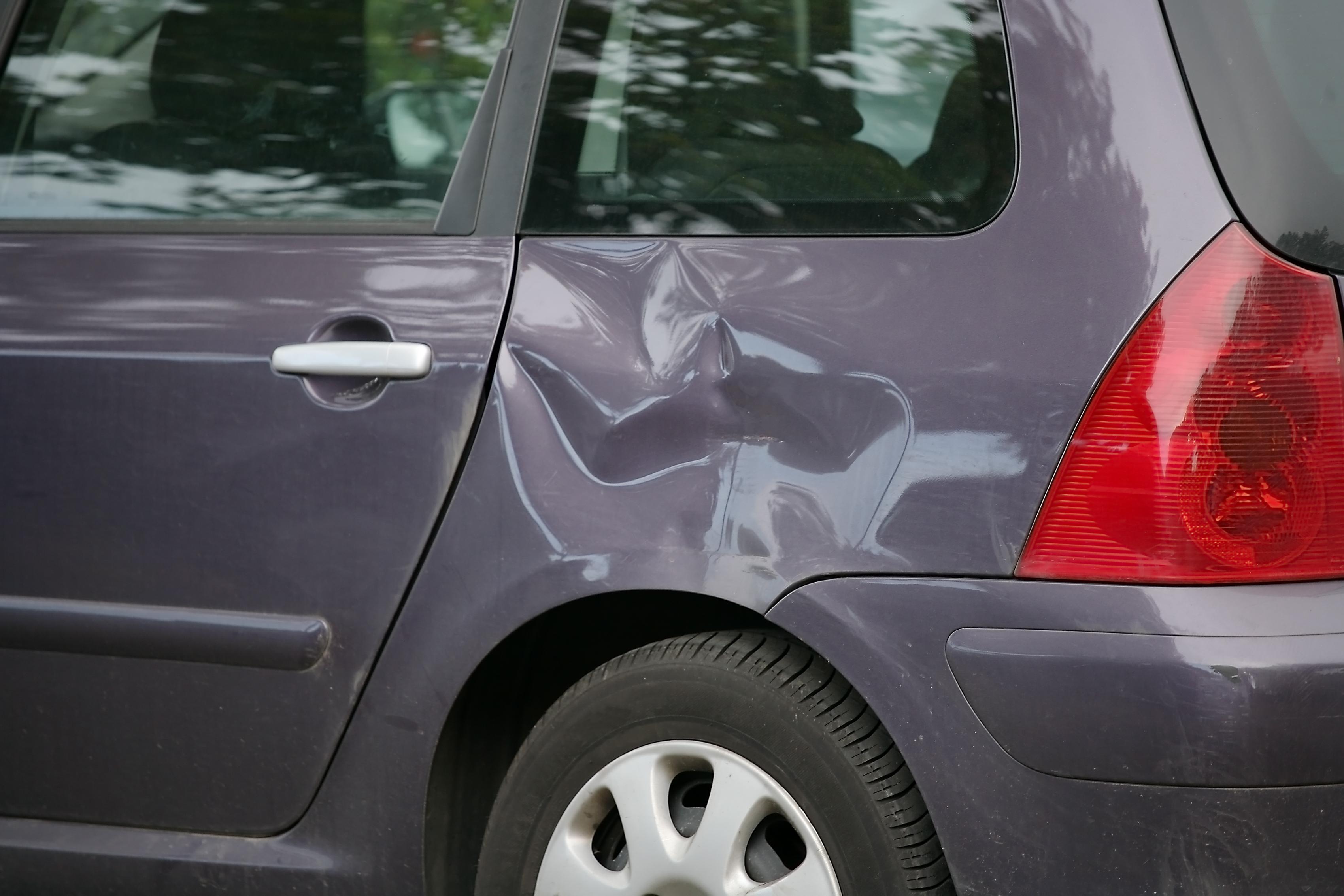 Выпрямляем вмятины на авто без покраски: советы 94